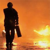 alternative Kübelspritze Dekamax im Einsatz von der Feuerwehr